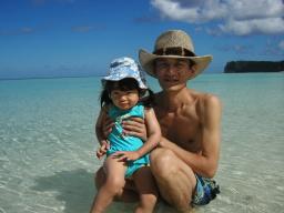 タモンビーチにて水遊び